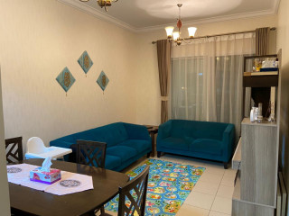 Great Lay out Bright 2 Bedroom+Laundry+Storage